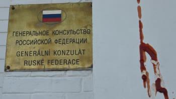 Kečupem postříkali zeď ruského konzulátu i v Brně. Symbolizuje krev mrtvých z Vrbětic