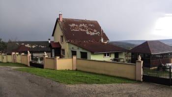 Na Slovensku řádilo tornádo. Plechy létaly vzduchem, místní popsali nebývalou spoušť