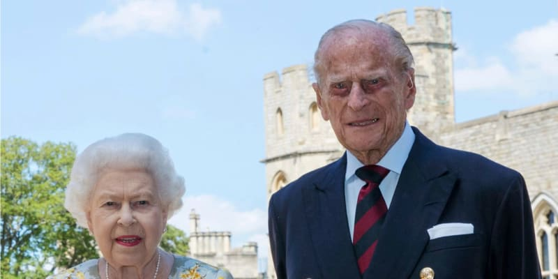Portrét k 99. narozeninám prince Philipa a jeho manželky královny Alžběty II. na hradě Windsor.
