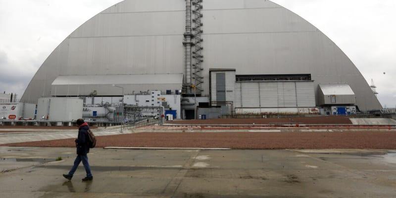 Sarkofág pokrývající vybuchlý reaktor v Černobylu