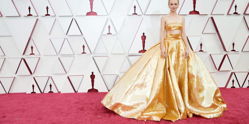 Na červeném koberci dominovala také zlatá barva.
