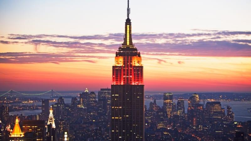 Zákaz aut se spalovacími motory chtějí i v New Yorku. Nabíječek je ale stále málo
