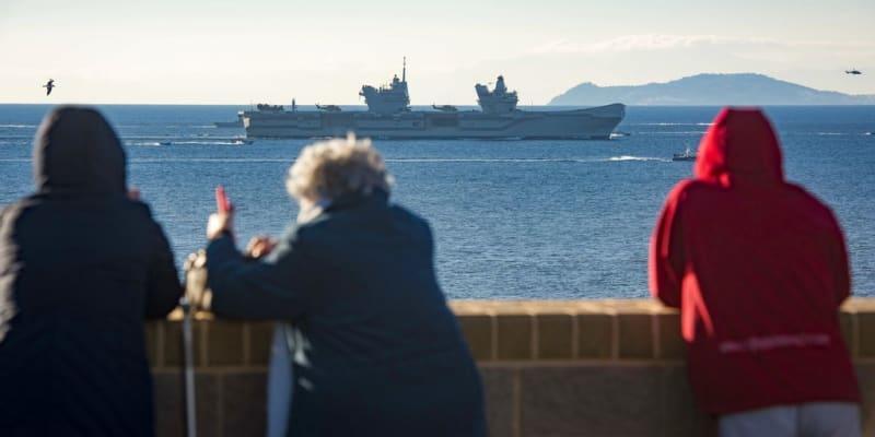 Britská letadlová loď HMS Queen Elizabeth má demonstrovat sílu Rusku a Číně.
