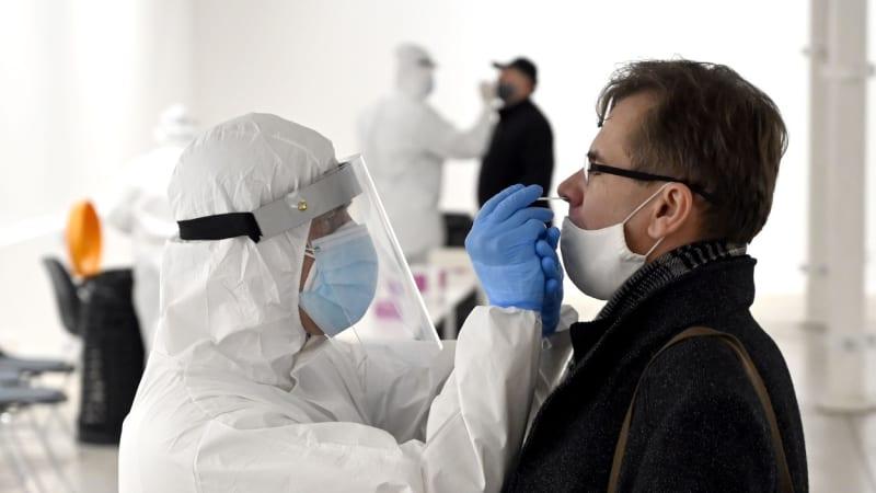 Nákaza koronavirem se přesunula na Plzeňsko. Incidence je tam nejvyšší v republice