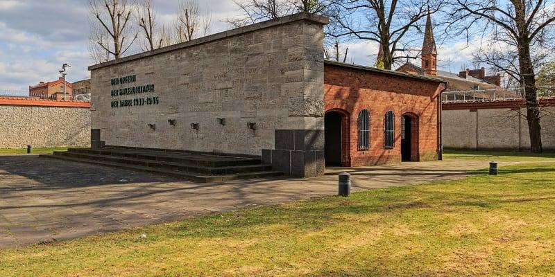 Památník v bývalé popravčí místnosti v berlínské věznici Plötzensee