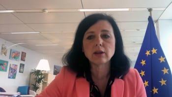 Novavax se již brzy přidá do rodiny schválených vakcín v EU, předpovídá Jourová