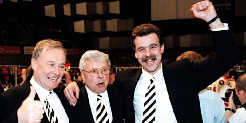 Trenéři mistrů světa z Vídně 1996. Hlavní kouč Luděk Bukač (uprostřed) a asistenti Slavomír Lener (vpravo) a Zdeněk Uher.