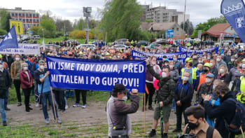 """Protestující hutníky Liberty Ostrava podpořil Nohavica, odmítli """"držhubné"""" od Indů"""