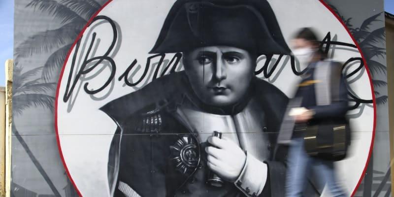 Stěas podobiznou Napoleona Bonaparta v jeho rodném Ajacciu.