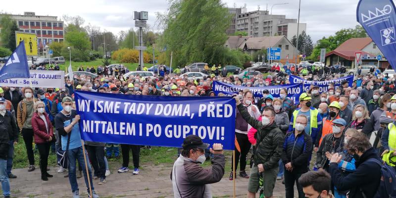 Demonstrace před ocelárnami Liberty Ostrava