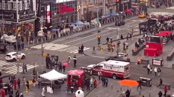 Potyčka na náměstí Times Square v New Yorku se zvrhla. Muži postřelili dvě ženy a dítě