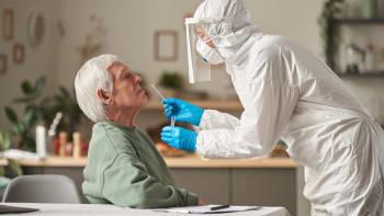 Konec epidemie? V neděli přibylo nejméně nakažených koronavirem od srpna