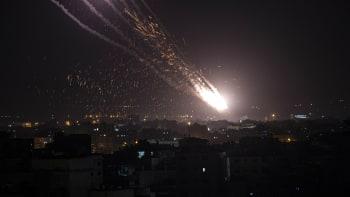 Jak vypadá válečná noc v Izraeli? Bomby létaly vzduchem, lidé se prali v ulicích