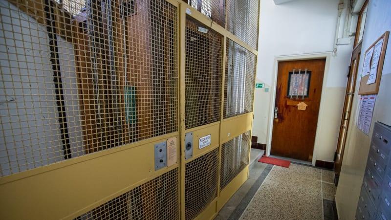 Výtah v Bratislavě, který zabil kojence, nedávno prošel kontrolou. Byl v pořádku