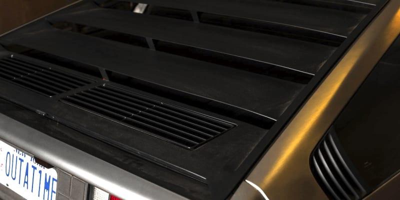 DeLorean DMC 12 s nízkým nájezdem jde do aukce.