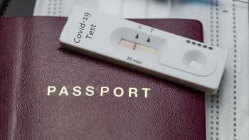 Úřední šikana. Čeští studenti se očkovali v USA, i tak je čeká test a karanténa