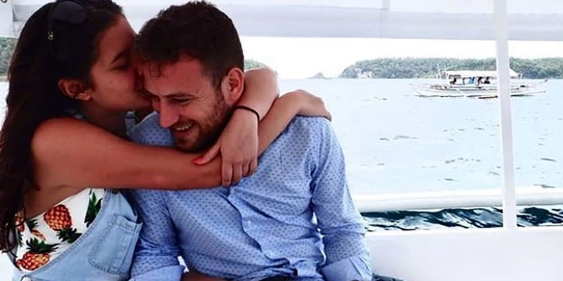 Caroline Crouchová spolu se svým manželem Charalambosem Anagnostopoulosem.