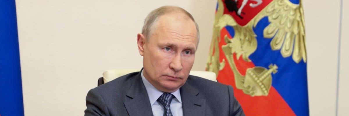 Naši nepřátelé jsou USA a Česko, oznámila ruská vláda a zmrazila účty Svobodné Evropě