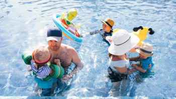 Koupaliště a bazény se připravují na tropický týden. Jaká je předpověď na celý měsíc?