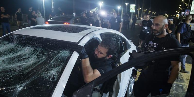 Izraelský dav zaútočil na muže, který projížděl poblíž města Tel Aviv.
