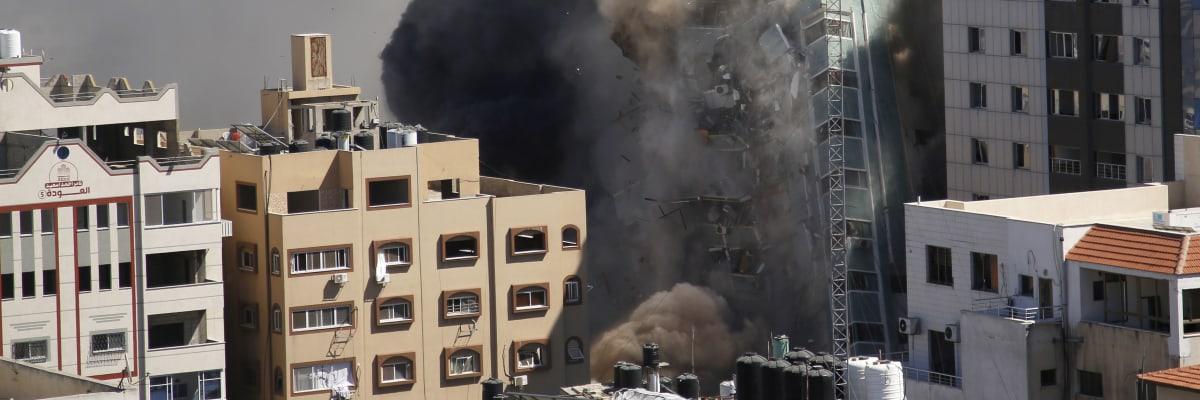 Izrael srovnal se zemí výškovou budovu, kde sídlila Al-Džazíra. Měla sloužit Hamásu
