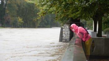 Hladina Vltavy a Labe ještě poroste, varují meteorologové. Vydatný déšť se má vrátit