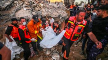Izraelská letadla obnovila útoky na Pásmo Gazy. Hamás reagoval raketami, obětí přibývá