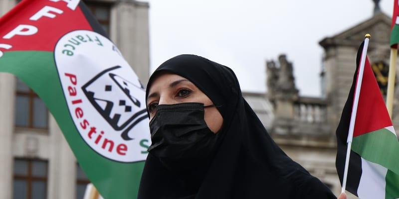 Pařížská policie v sobotu použila vodní děla a slzný plyn proti asi dvěma stovkám demonstrantů.