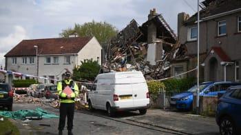 Výbuch plynu v anglickém Heyshamu zabil dítě a zbořil dva domy. Čtyři lidé jsou zranění