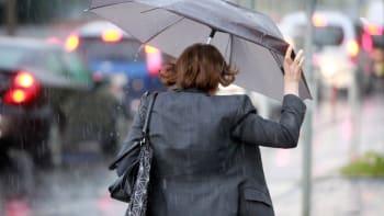 Vydatné deště potrápí Česko i začátkem týdne. Další záplavy hrozí na východě Čech