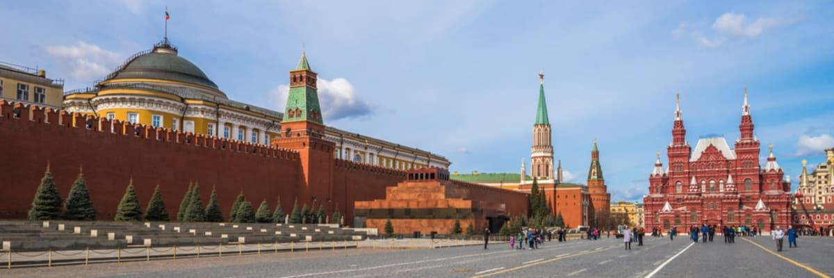 Češi jako pomocníci Hitlera, pomníky legionářů v ohrožení. Expert varuje před reakcí Rusů