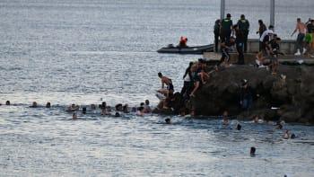 Nová migrační vlna? Do španělské Ceuty proniklo za jediný den na tři tisíce běženců
