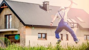 Lidé panicky skupují nemovitosti. Ceny raketově rostou, upozorňují experti