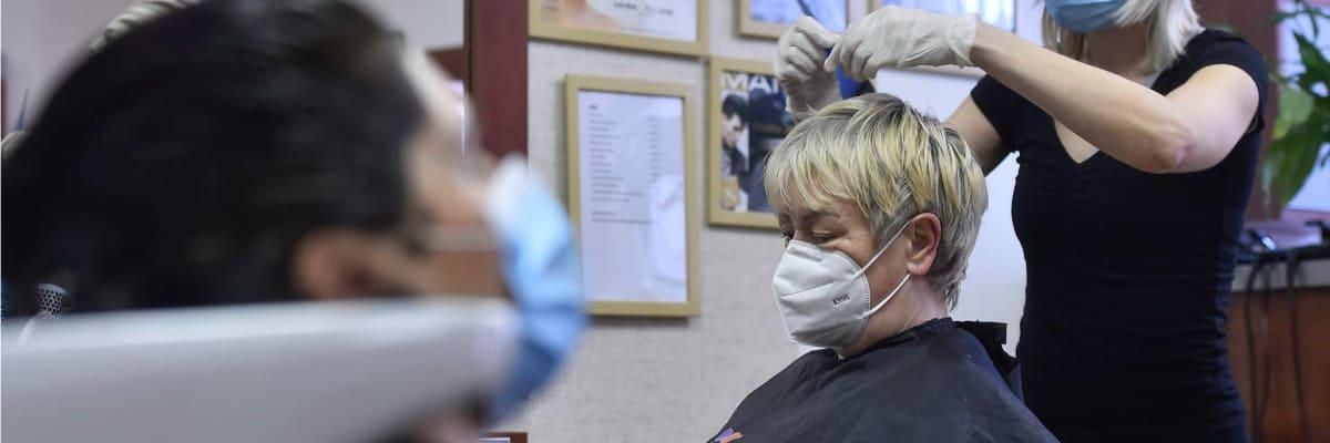 Mění se pravidla pro nošení respirátorů. Kdo je může od úterý odložit?