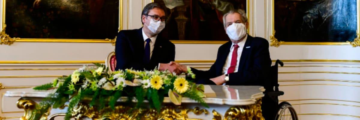 Zeman: Omlouvám se za bombardování Jugoslávie. Prosím Srby o odpuštění, řekl Vučičovi