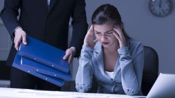 Nadměrná pracovní doba vede k předčasné smrti, varuje WHO. Kolik hodin je příliš?