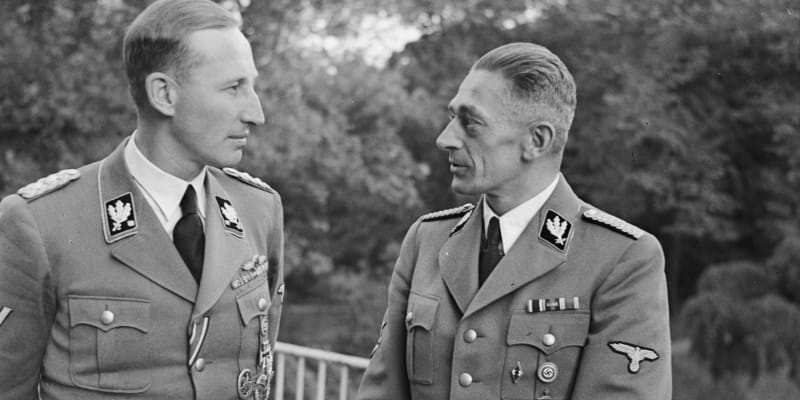 Frank se zastupujícím říšským protektorem Reinhardem Heydrichem.