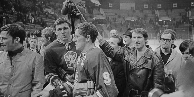 Stockholm 1969 a zápas ČSSR–SSSR. Jozef Golonka (uprostřed) a Václav Nedomanský