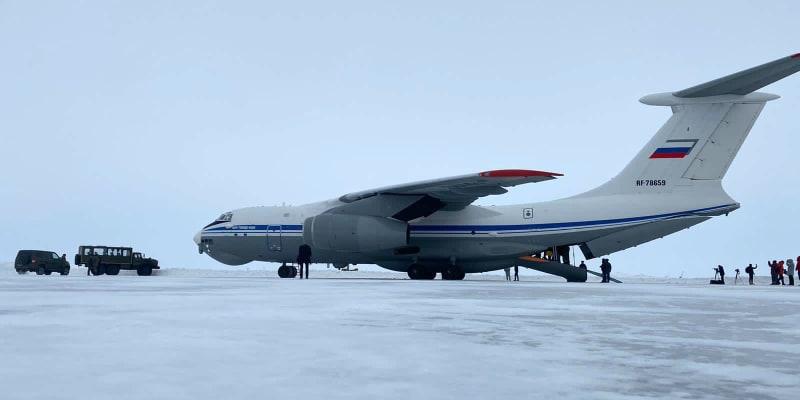 Skutečnost, že čtyřmotorový dopravní letoun Iljušin Il-76 vůbec mohl přistát, svědčí o rostoucí vojenské síle Moskvy.
