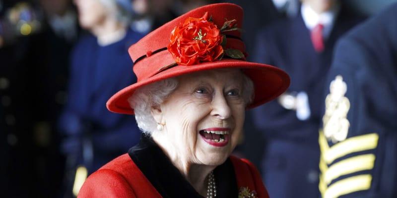 Královna Alžběta II. na námořní základně v Portsmouthu