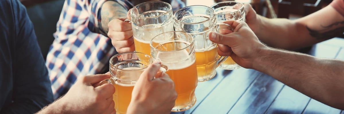 Na pivo jen s očkováním? Odborníci se přou, zda zavést drastičtější opatření
