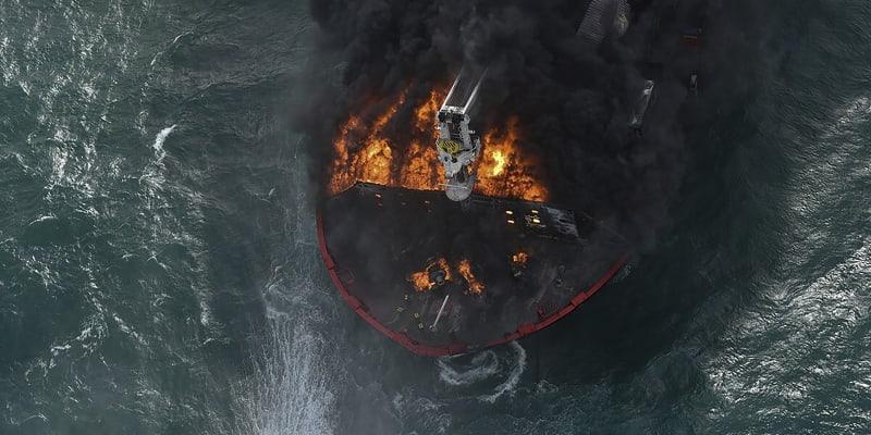 Kontejnerová loď začal hořet poblíž města Kolombo.