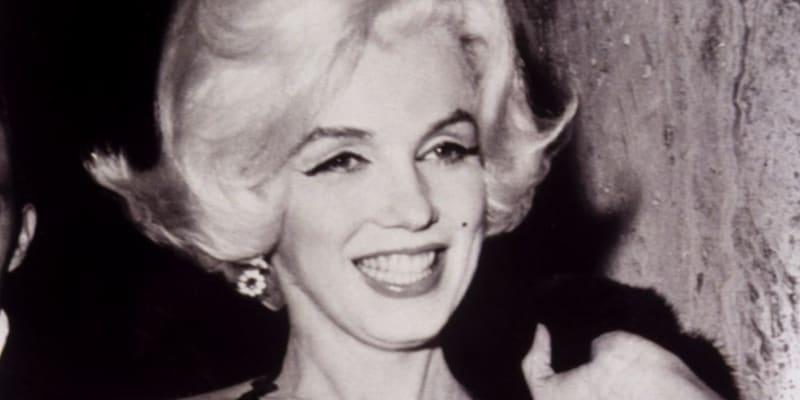 Herečka nebyla přirozeně blond a podstoupila několik plastických operací.