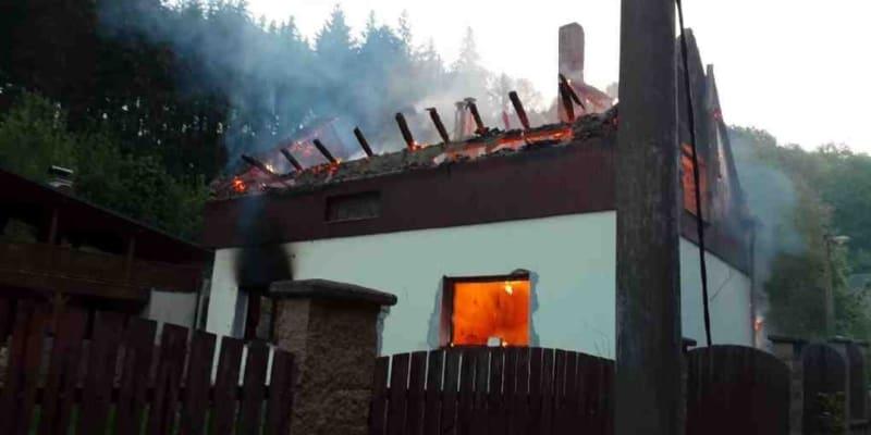 Při požáru rodinného domu naštěstí nebyl nikdo zraněn.