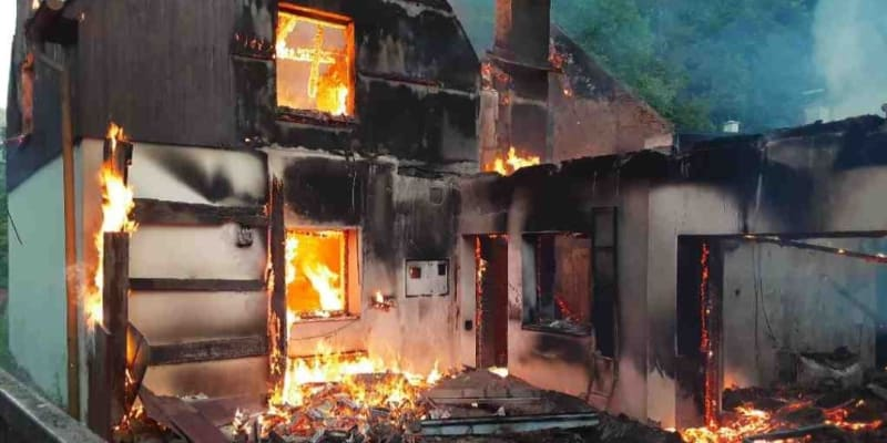 Podle hasičů se jedná o opuštěný dům.