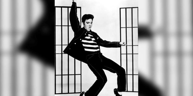Když Elvis začal zpívat a hýbat svými boky, způsobil okamžitou senzaci.