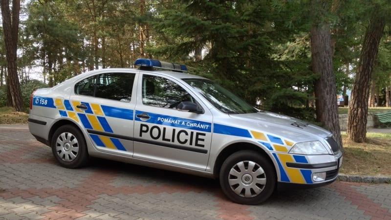 Žena nalezená u rybníka na Benešovsku byla zavražděna. Kriminalisté hledají svědky