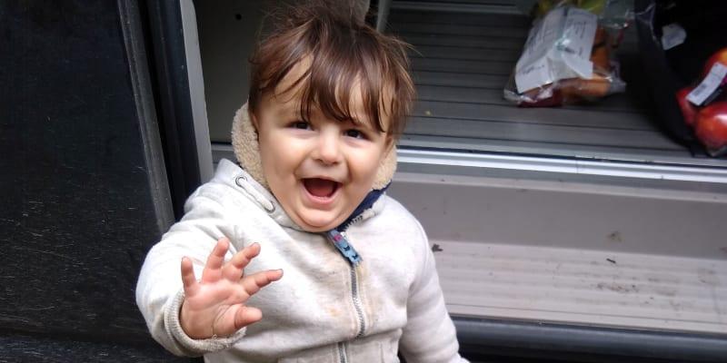 Chlapec Artin zahynul spolu se členy rodiny poté, co se s nimi potopil člun, na kterém cestovali.