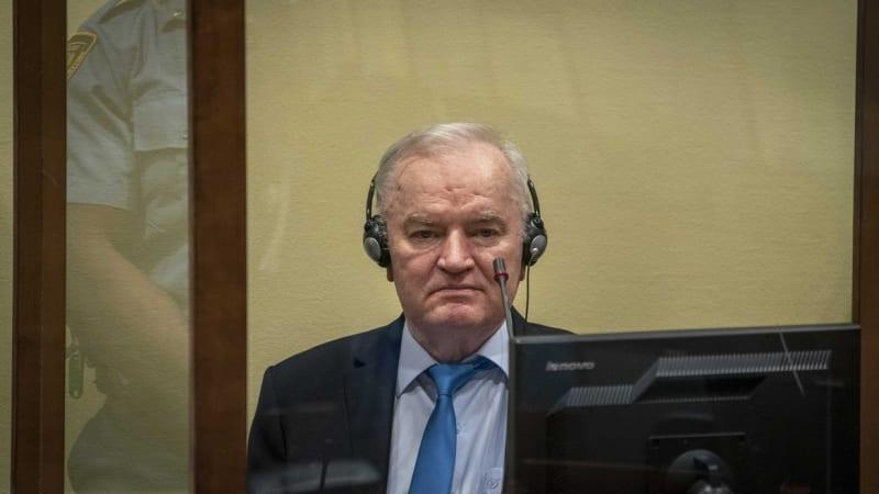 Doživotí pro Mladiče. Tribunál v Haagu mu potvrdil trest za genocidu ve Srebrenici