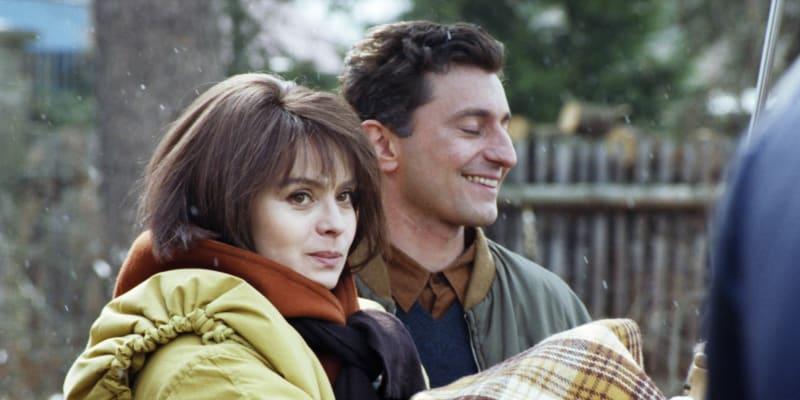 Libuše Šafránková a Ondřej Vetchý ve filmu Báječná léta pod psa